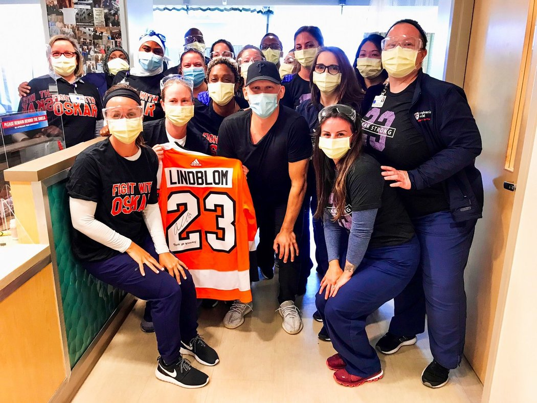 Mladý útočník Philadelphie Oskar Lindblom zvládá boj s rakovinou! Držíme palce!