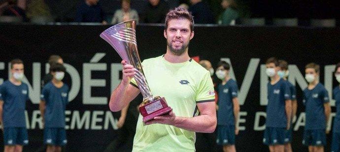 Jiřímu Veselému se na závěr tenisové sezony daří