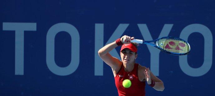Švýcarská tenistka Belinda Bencicová při vítězném duelu s Barborou Krejčíkovou na LOH v Tokiu 2021