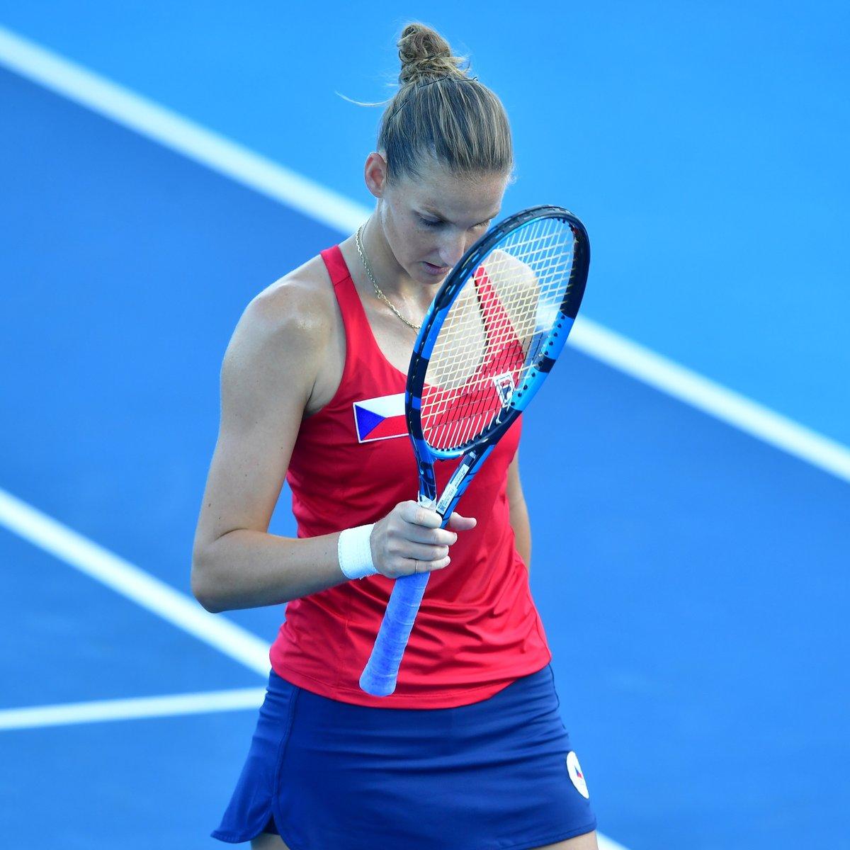 Tenistka Karolína Plíšková smutně přihlížela porážce s Camilou Giorgiovou z Itálie
