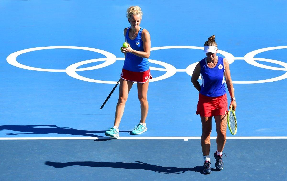 České tenistky Barbora Krejčíková a Kateřina Siniaková ovládly na olympiádě v Tokiu čtyřhru