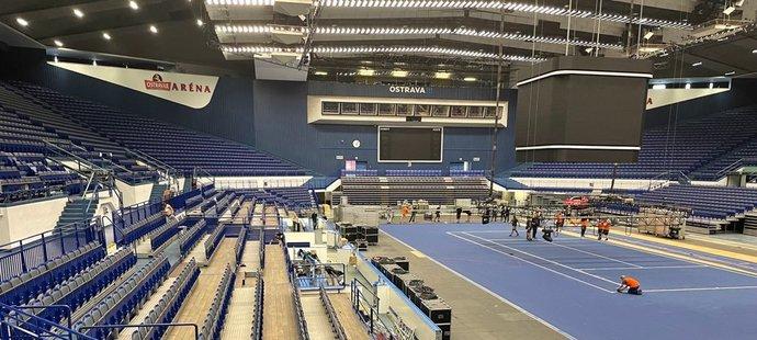 Ostrava aréna se narychlo mění z volejbalové haly  na tenisovou