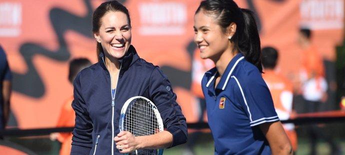 Vítězka US Open Emma Raducanuová si zahrála s vévodkyní Kate
