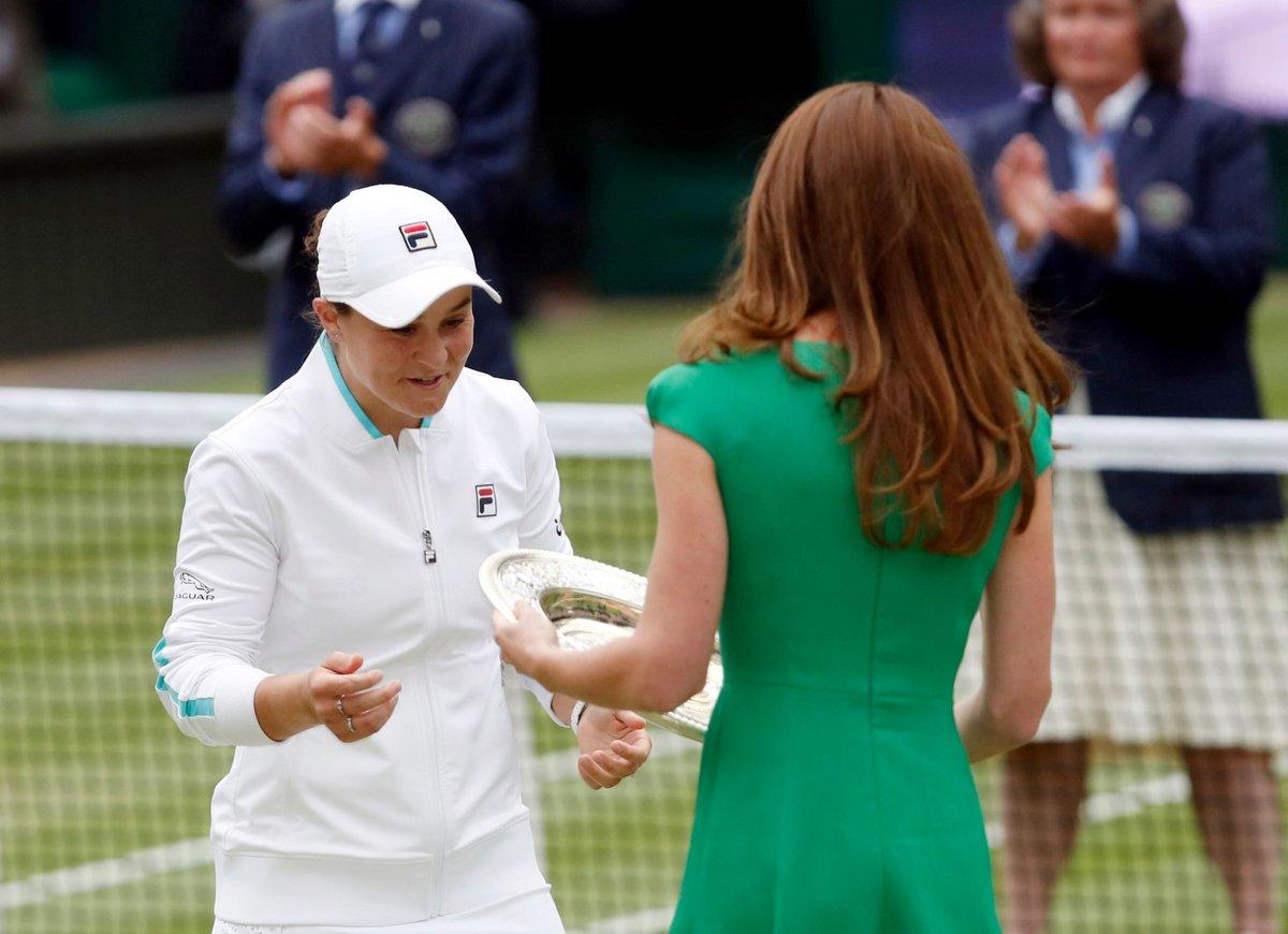 Vítězka Ashleigh Bartyová s vévodkyní Kate