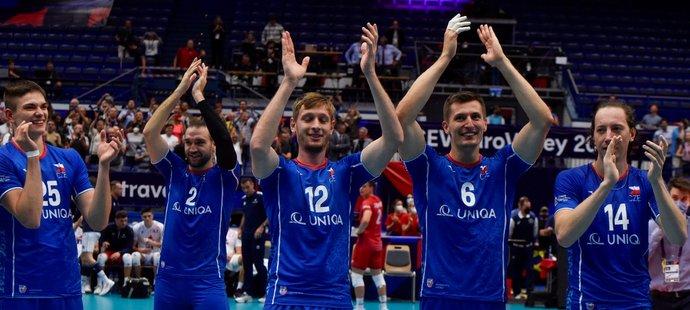 Radost českých volejbalistů po senzační výhře nad Francií v osmifinále mistrovství Evropy