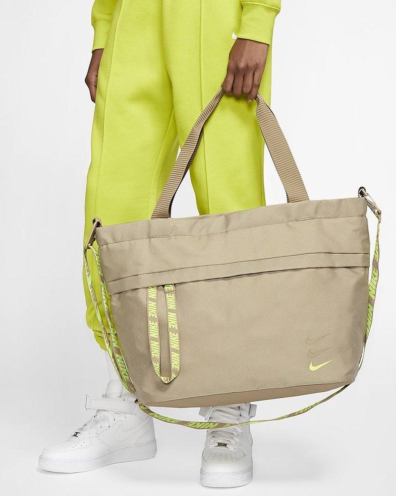 Taška Sportswear Essential, 55 €, nike.com