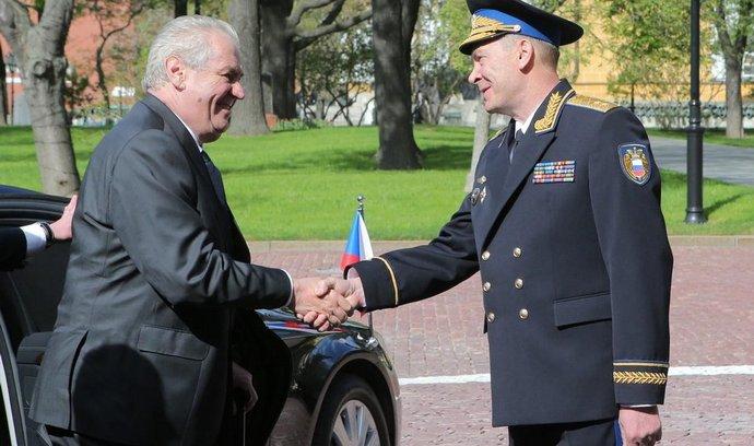 Správce Kremlu Sergej Chlebnikov vítá v Moskvě českého prezidenta Miloše Zemana