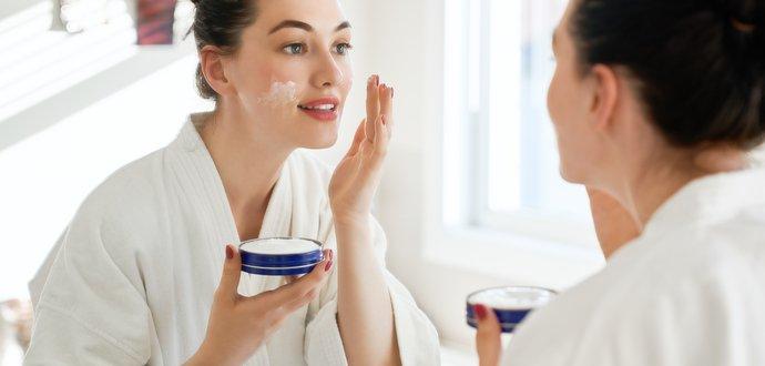 Pleť a rúško: ako si zachovať zdravú pokožku?