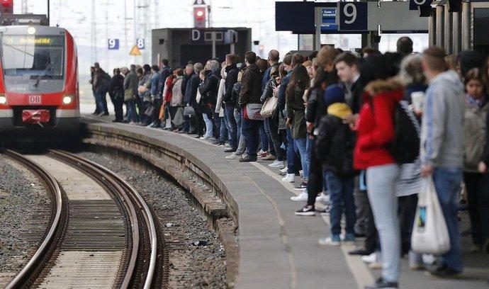 Stávka strojvůdců Deutsche Bahn: vyjely jen asi polovina místních vlaků, dálkových ještě méně