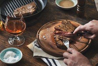 Whisky krkovice a další opilé recepty s masem zahájí grilovací sezónu!