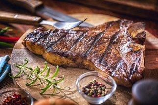 Sedm nejlepších marinád na maso. Která to vyhraje na vašem grilu?