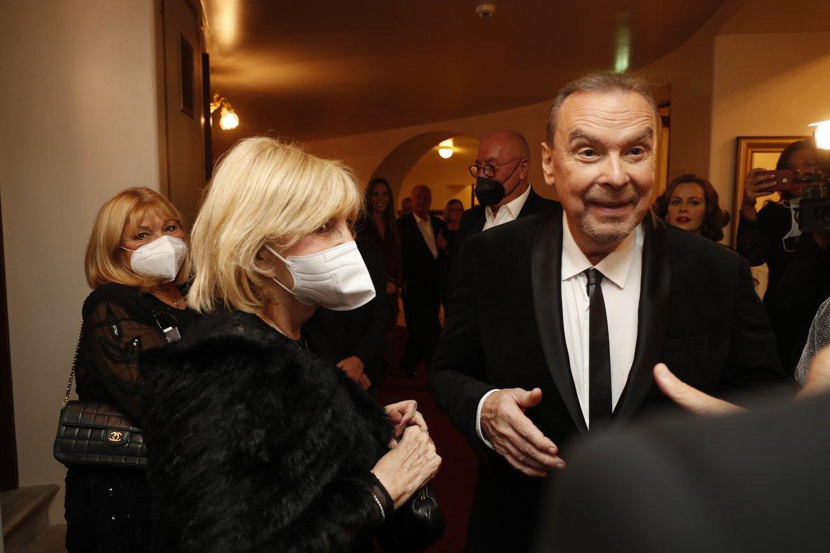 Oslava 65. narozenin Štefana Margity ve Státní opeře: Štefan Margita a Hana Zagorová, která si nesundala respirátor