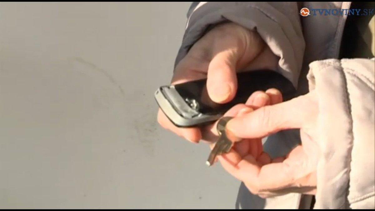 Mobil i klíč kulku zbrzdily