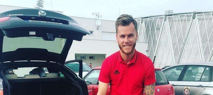 Fotbalista Marek Střeštík se každodenně láskyplně věnuje prvorozenému synovi Tobiasovi