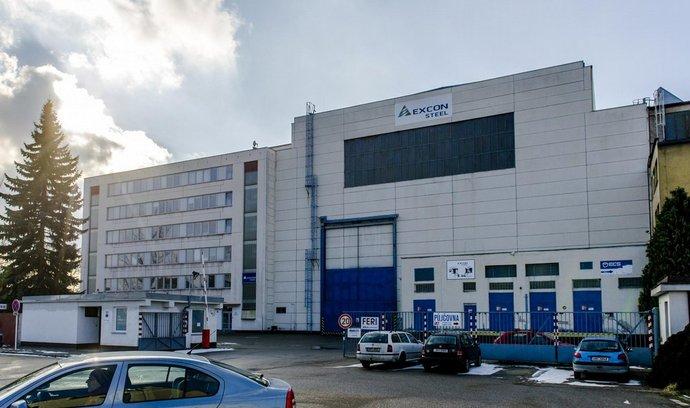 Strojírny Excon Steel, které sídlí v Praze a výrobní závod mají v Hradci Králové (na snímku), jsou v konkurzu. V podniku pracuje asi 160 lidí. Zhruba 190 věřitelů po úpadci žádá 698 milionů korun.