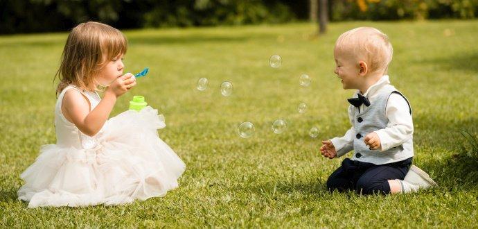 7 tipů, jak šikovně zabavit děti na svatbě, aby nedělaly lumpárny