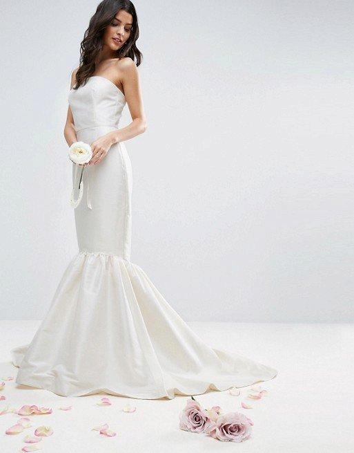 Svatební šaty, Asos, 270 EUR, www.asos.com