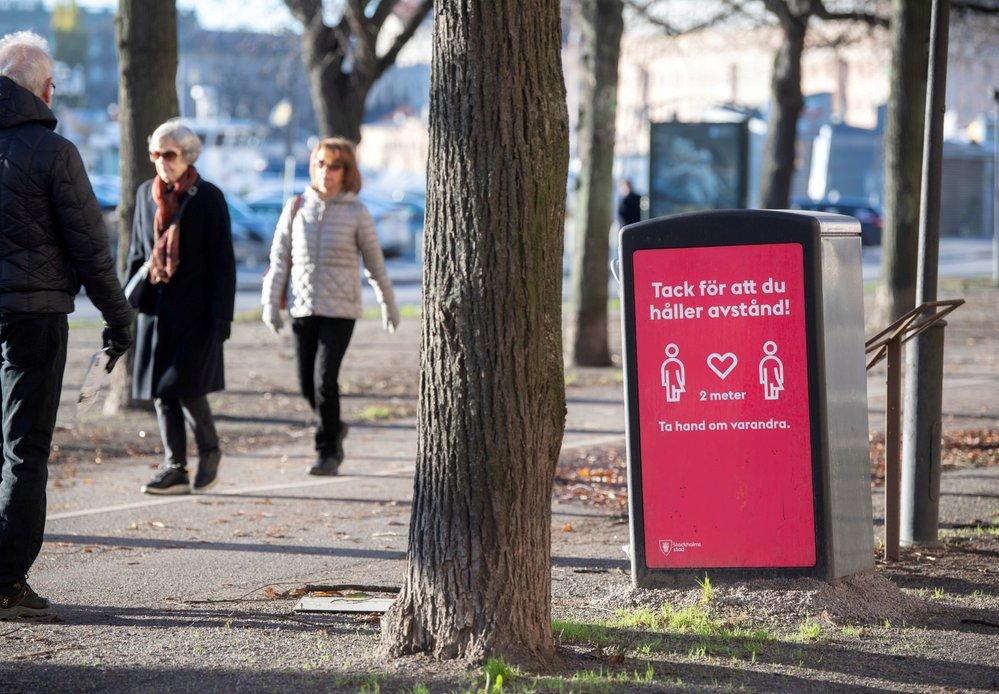 Koronavirus ve Švédsku: Místní trvají na tom, že jsou roušky zbytečné