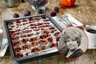 Lžícový švestkový koláč podle Stelly Zázvorkové: Rychlý recept na víkend, který vám zmizí pod rukama
