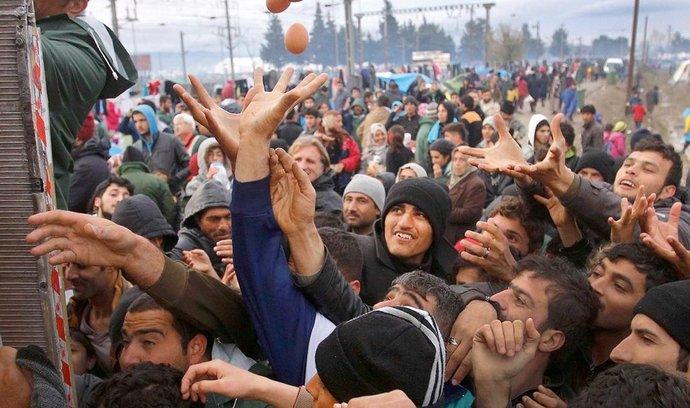 Tábor v Idomeni byl navržen pro 2500 lidí. Teď se tam v zoufalých podmínkách tísní na dvanáct tisíc běženců