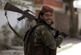 Pád Kábulu je společné vítězství Tálibánu a Pákistánu. Pomáhaly jim i americké peníze