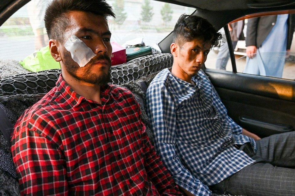 Pod Tálibánem. Takhle v srpnu vypadali dva afghánští novináři po propuštění z kábulské vazby.