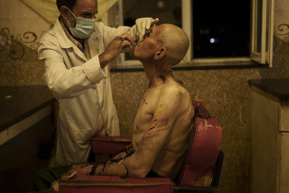 Drsné podmínky v odvykacím centru ukazují nedávné záběry z Kábulu.