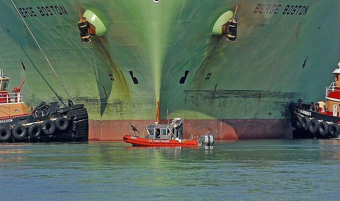 Tanker na zkapalněný zemní plyn Berge Boston v bostonském přístavu