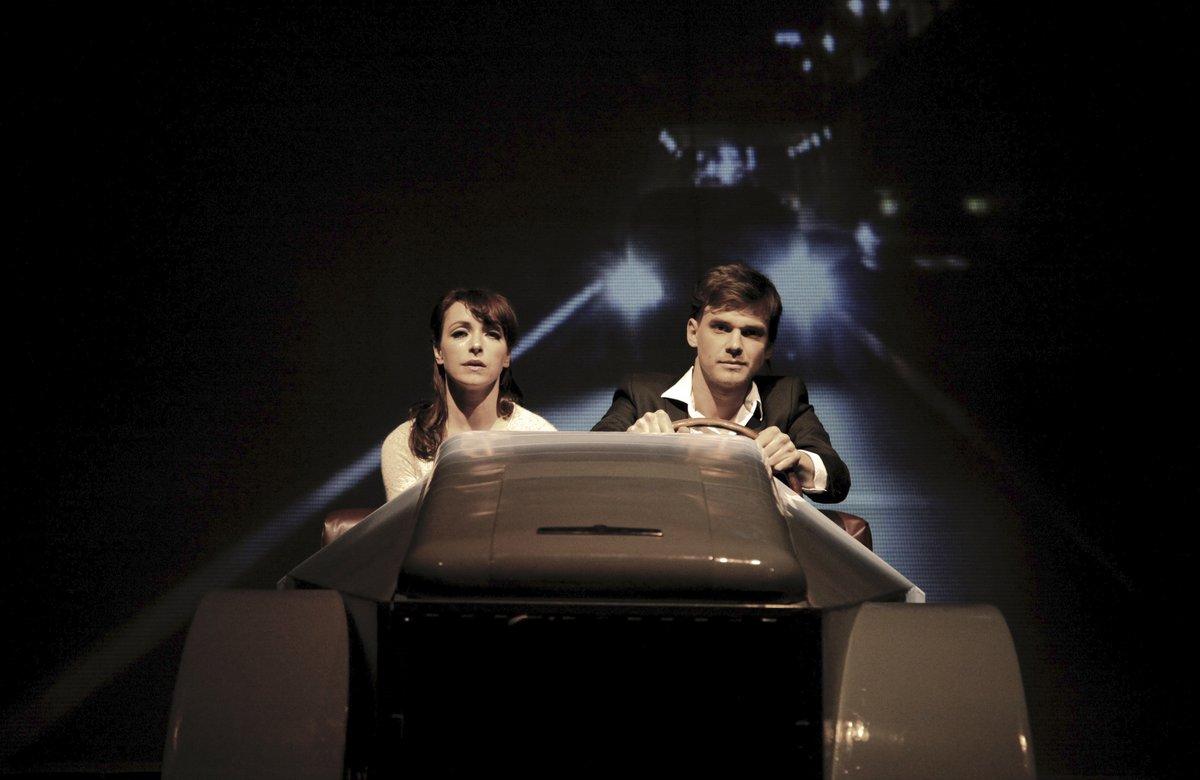 Tatiana Vilhelmová a Vojta Dyk ve hře Bláznivý Petříček