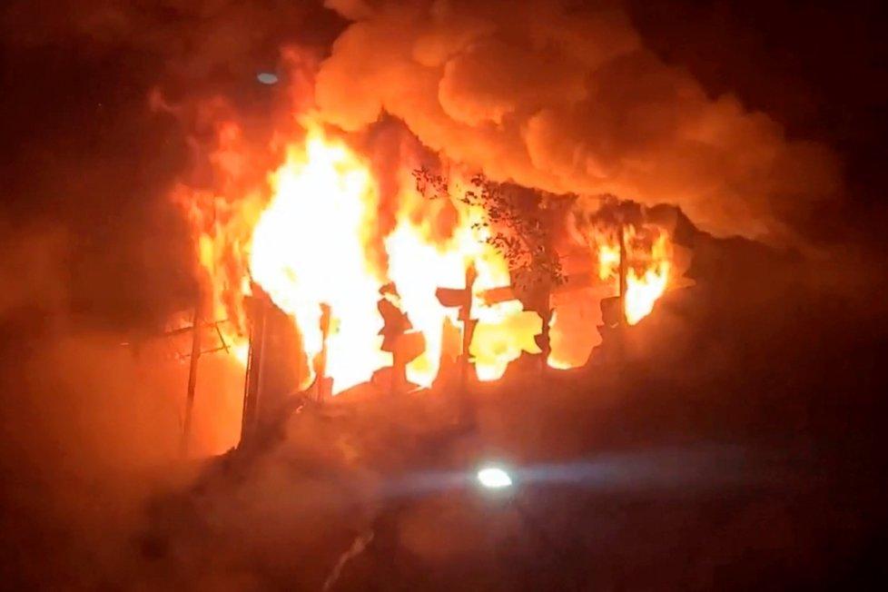 Požár výškového domu na Tchaj-wanu má spoustu obětí.