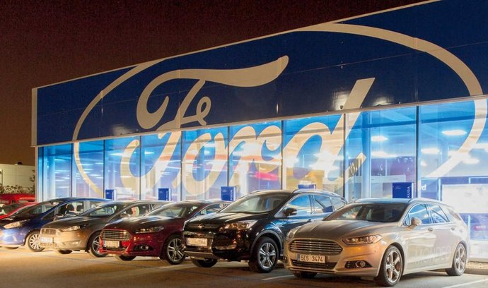 Technologie vládnou. Prodejce vozů Ford, společnost Auto In, postavila nejmodernější prodejnu v Pardubicích. Její součástí je například velkoplošná obrazovka složená z devíti displejů.