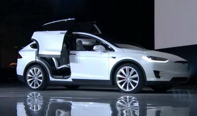 Tesla představila Model X