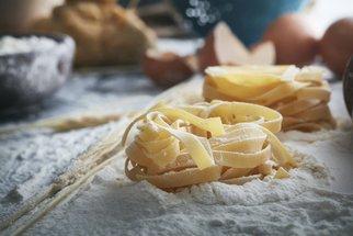 Jak na domácí těstoviny: S kupovanými se nedají srovnat, udělat je zvládnete i vy