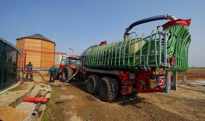 Těžká technika u bioplynové elektrárny