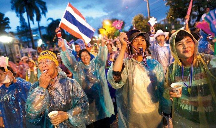 Thajští demonstranti tvrdí, že nechtějí odradit turisty. Slibují jen nenásilné akce