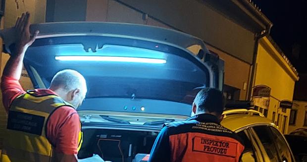 Útočník v Tišnově napadl rodinu, šest osob zranil.