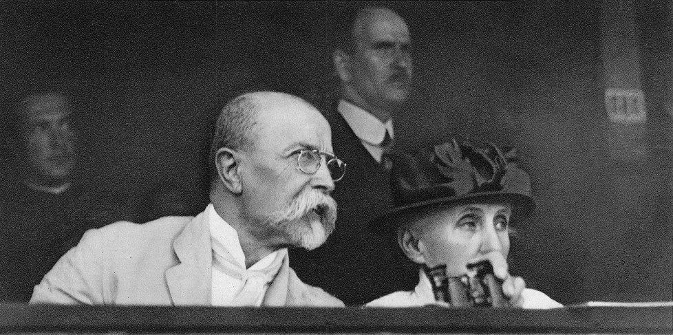 TGM s manželkou Charlottou na sokolském sletu v roce 1920