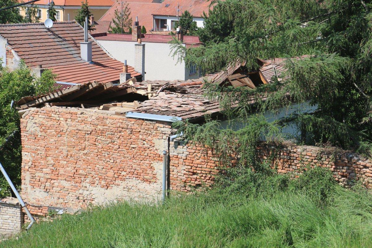 Domek, kde prezident strávil školní léta, je bez střechy.