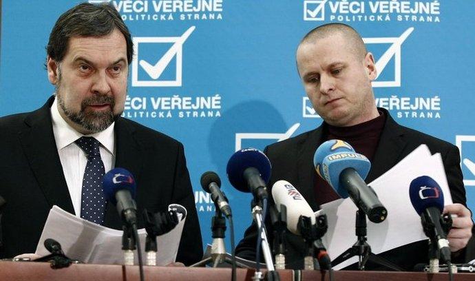 Tomáš Jarolím (vpravo) v dopise kolegům ve straně podpořil předsedu Radka Johna
