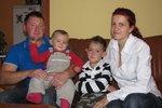 Rodiče malého Tomáška jsou šťastní z toho, že léčba syna v Itálii zabírá.