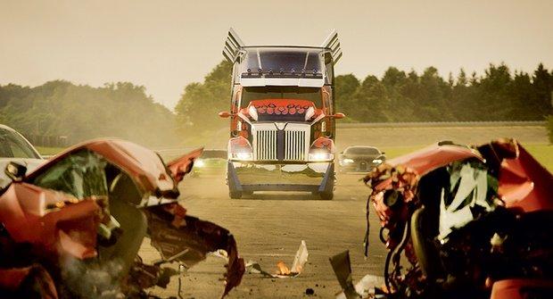 Nové obrázky z Transformers: Optimus Prime jede