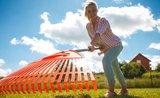 Ať se nespálí! 4 rady, jak ochránit trávník před horkem a sluncem