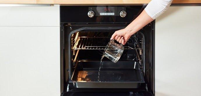 Perfektně čistá trouba: pomůže ocet i pravidelné čištění