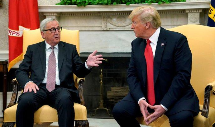 Předseda Evropské komise Jean-Claude Juncker a prezident USA Donald Trump jednali o stavu a budoucnosti obchodních vztahů USA a EU.