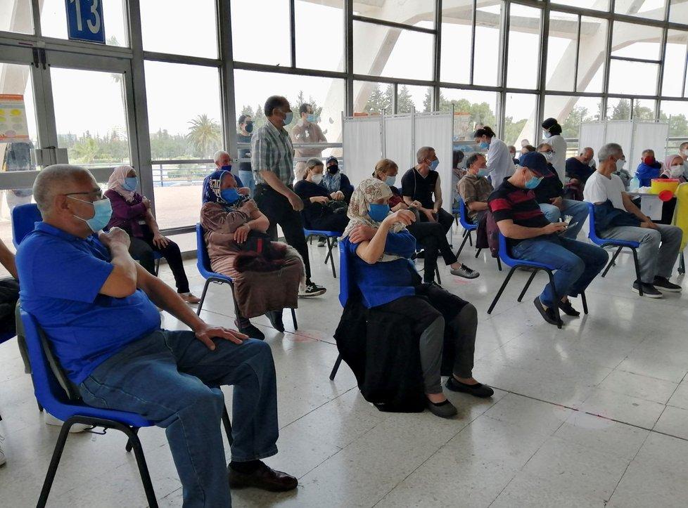 Očkování proti covid-19 v Tunisku (duben 2021)