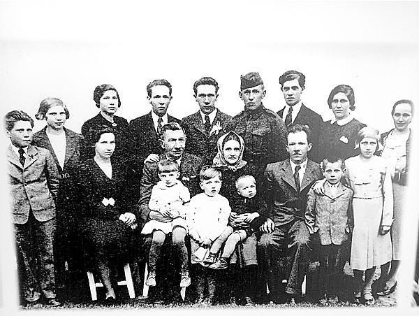 Část rodiny Jaroslava z roku 1937.