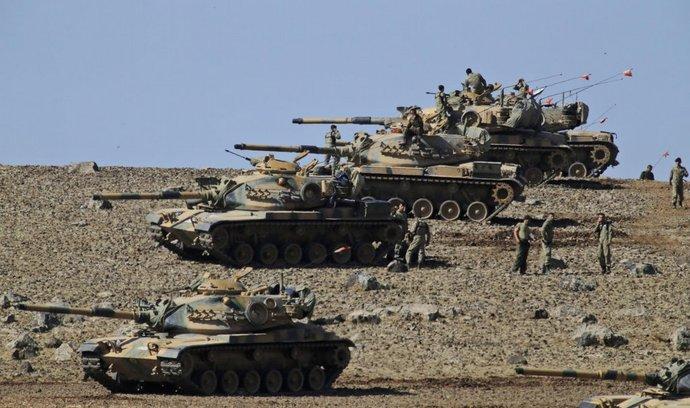 Turecké tanky na hranicích míří na obléhané město Kobani