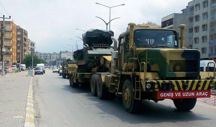 Turecko začalo přesouvat některé své jednotky k hranicím se Sýrií