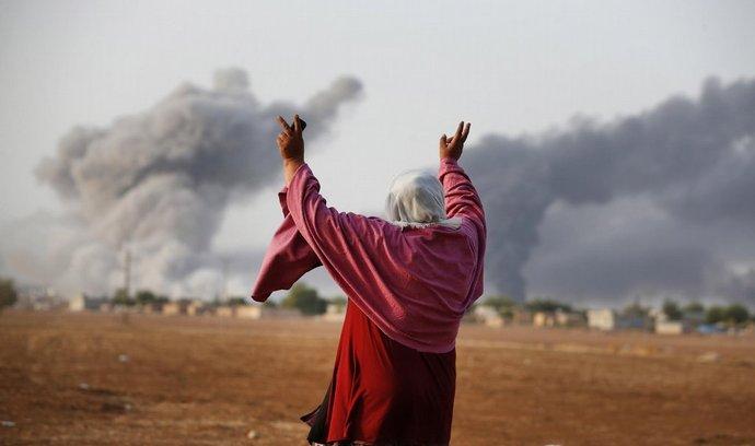 Turečtí Kurdové přihlížejí přes hranici bojům v syrském Kobani