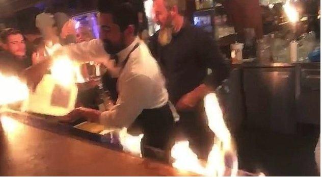 Záběry ze chvíle, kdy alkoholické drinky vybuchly.